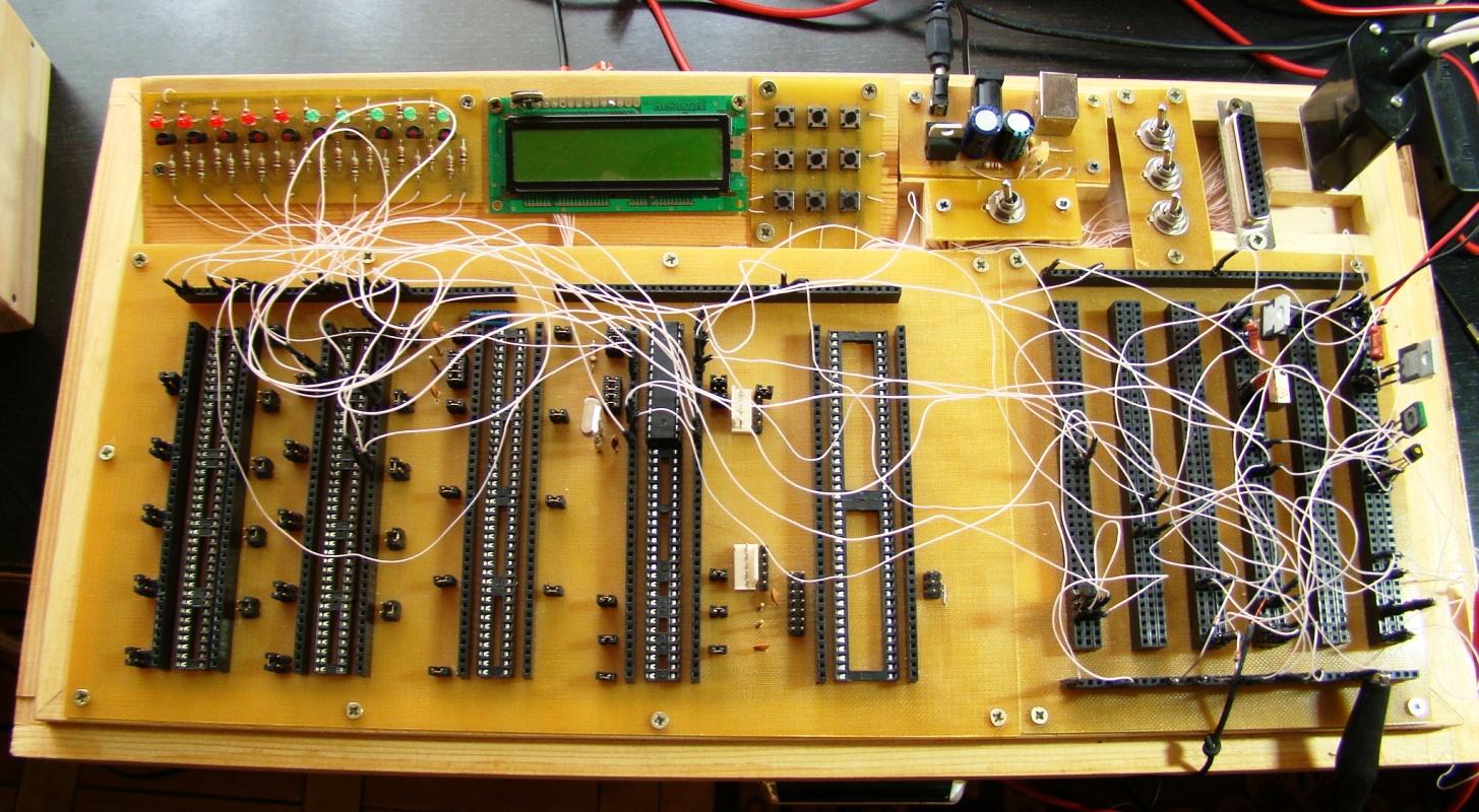 Она предназначена в первую очередь для макетирования устройств на МК серии АТ89Сх50, ATMega8/ATMega48/ATMega168...