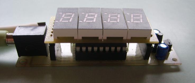 Конструктивно термометр собран